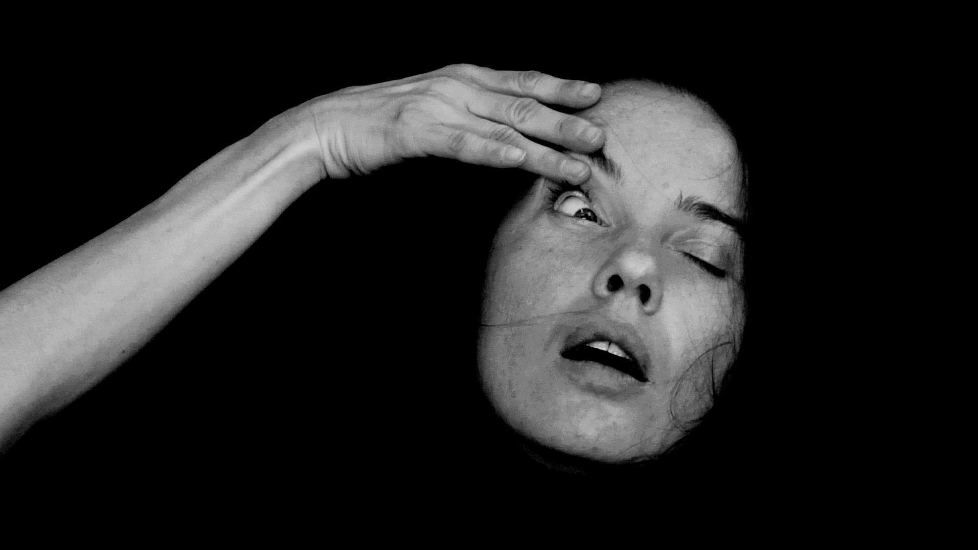 Aneta Grzeszykowska, Headache, 2008, Videostill
