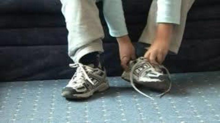 Ciprian Mureşan, Untitled (Shoelace), 2006, Videostill
